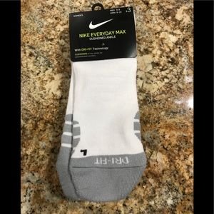 Nike new no show socks fits size 5-10 women